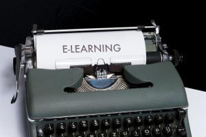 """Foto mit einer Schreibmaschine zum Thema """"E-Learning"""""""