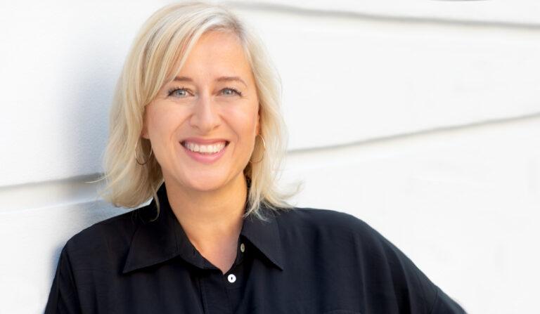 Foto von Carina Waldhoff, Leiterin Unternehmenskommunikation von denkmodell