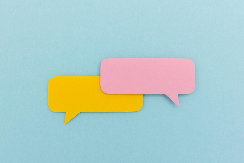 Leerer Dialog | Zwei Sprechblasen aus Papier ohne Inhalt